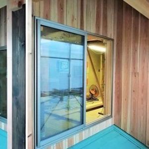 外壁ほぼ完成! ・・・ 土壁・防水シート・通気層・杉羽目板