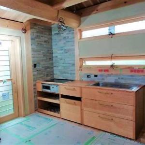 オーダー造作システムキッチン据付 ・・・ 総無垢材木組み ~ 家具職人の技が光る