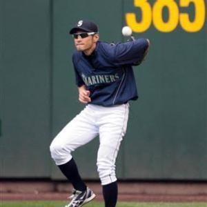 背面キャッチの練習方法教えます コツさえ知れば野球経験者なら誰でもイチローの様に!