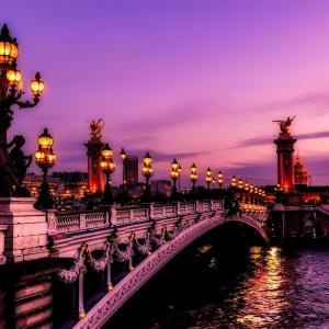 遠くパリへの旅立ち。