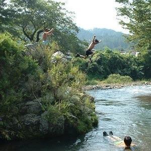 夏 自然の川遊びは楽しい