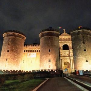 ゴツいナポリのお城、ヌォーヴォ城ことMaschio Angioino