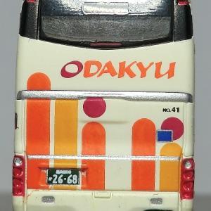 なんじゃこの傾きは! バスタ新宿で初登場したSHD車には欠点ありだった!?