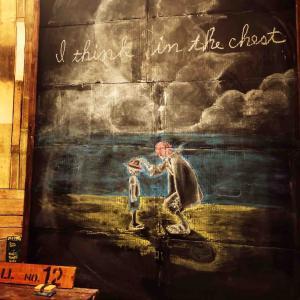 ダンボールと100均の黒板塗装で作った黒板に落書き❗️