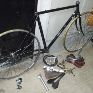 長男用自転車を組み始めた