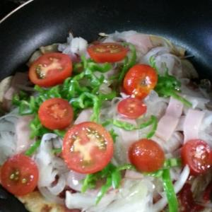 ジャガイモ生地のピザを作ってみました。