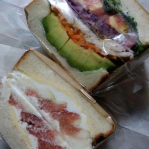 いつも行列のサンドイッチ