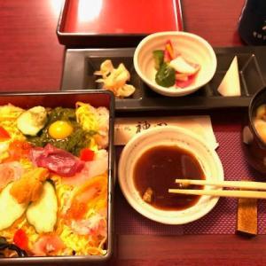 ランチは生チラシ寿司