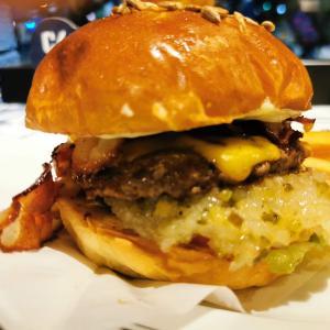 【ハマスタグルメ⑭】ハマスタの「BALLPARK BURGER &9」高級ハンバーガーが凄かった!【肉汁爆発】