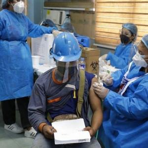 フィリピンはワクチン接種を加速させて実施する