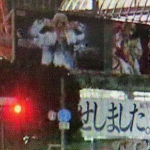 乱鳥の初の下ネタ、御免候得。  木で隠れている文字が木に掛かる、、、渋谷交差点