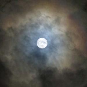 中秋の名月 2021、09、21 8年ぶりに満月です^^  (自宅の窓から 4景)