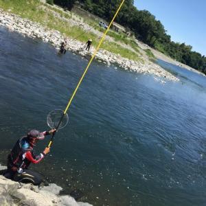 アユ釣りの67歳男性、川で流され死亡