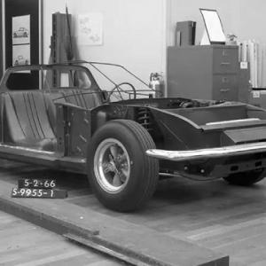 実は開発されていたミッドシップエンジンレイアウトのマスタングが公開。フォードもよくわかってなくて情報を求む
