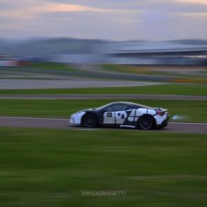 フェラーリ初のV6ハイブリッドと思われる新型車のエンジン音