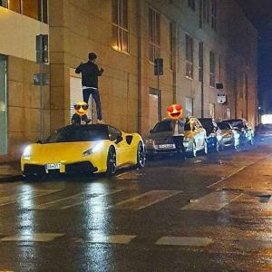 クソガキ3人が他人のフェラーリの屋根に乗ってインスタにうpしていた所を特定されチェックアウト!