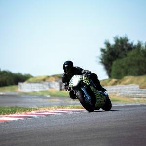 【サーキット専用ハイパーバイク】アストンマーティンAMB 001がテストプログラム開始