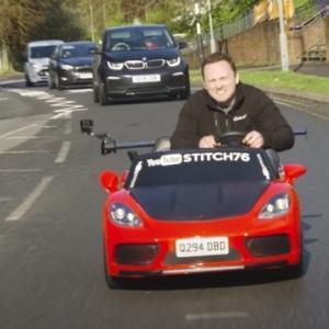 子供用おもちゃの車を改造しナンバーを取得したイカれた大人wwww