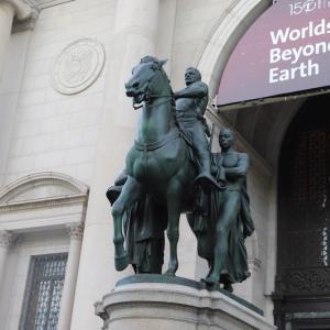 米自然史博物館、ルーズベルト像撤去へ…「人種差別を美化」