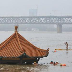 中国長江流域の豪雨で氾濫警報、三峡ダムは警戒水位超える