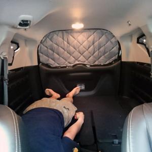 自分たちで車中泊用の断熱カーシェードを作ってみよう!(取付編)