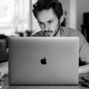 仕事効率をあげるノマドのパソコングッズ