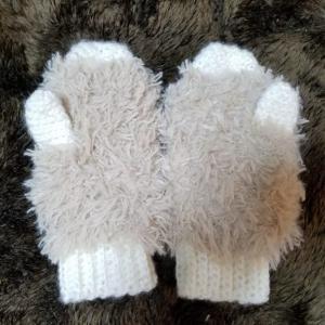 ミトン手袋の子供用をセリアの毛糸でハンドメイド 編み方と編み図
