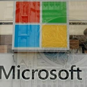 宇宙でクラウドサービス展開、マイクロソフトがスペースXと提携