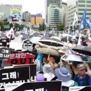 韓国・8月15日、文在寅大統領の退陣要求集会には、安倍政権批判集会以上が参加か