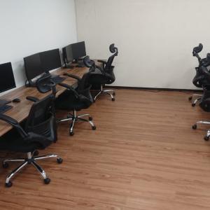 オフィスの味気ないPタイルをDIY床材でフローリング化