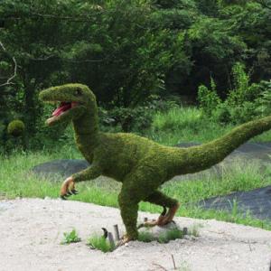 べに花トンネルを抜けると恐竜がいました。。。