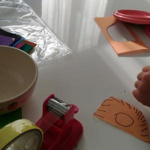 次女と遊ぶ(折り紙で、おままごと)!