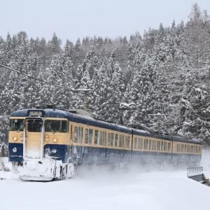 しなの鉄道 115系 雪の風景