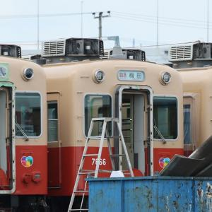 解体間近の阪神 赤胴車