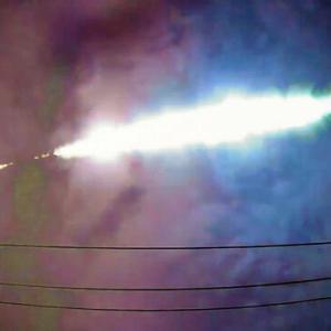関東上空で『火球』!爆発音とどろく!