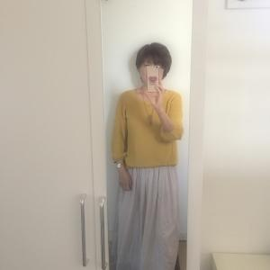 【アラフィフコーデ】マスタードイエローのニットとふんわりスカート