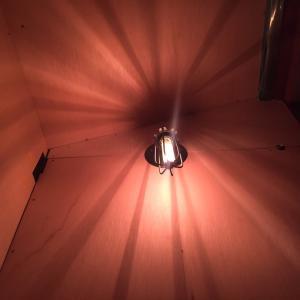 想定外だった階段上の電球、ライト