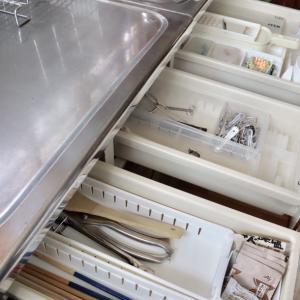 キッチン*古い流し台の引き出しの中の収納