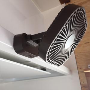 意外と便利なミニミニ扇風機*マグネット付き