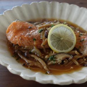 電気圧力鍋レシピ 【加圧4分】水を入れずに作れる『生鮭の無水きのこ煮』レシピ