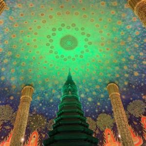 幻想的な緑天井ワット・パークナムとラチャダー鉄道駅市場。バンコク2大インスタ映えスポットを一挙ご紹介。