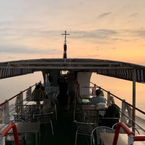 エーヤワディー川を遡り、バガンからマンダレーへゆったり船旅。