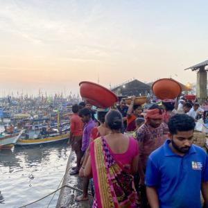 【インド】混沌として激しいムンバイの市場は、一番インドを感じる場所かもしれません。