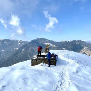Poonhill Trek⑥ 美しい雪景色を歩き、素朴なダルバートを食べる−3日目ゴラパニ〜タダパニ