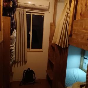 江の島ゲストハウスで、気軽に子連れ小旅行:1泊4人で1万5400円、二段ベッドに小学生大興奮
