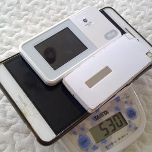 【持ち物軽量化】「ガラケー+格安SIMスマホ+ポケットWiFi」の3台持ちをスマホ1台に。併用5年、通信費の旨味もなくなった
