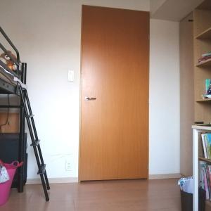 【4畳半の子供部屋②】ロフトベッドと机、本棚も並べ、コンパクトながらスッキリした部屋が完成
