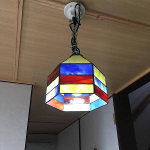 副業で始めたステンドグラス照明の取り付け工事