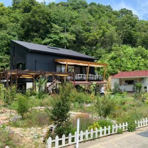 西村キャンプ場に、ガーデンカフェリバージュ