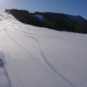 天元台スキー場、快晴ですが大荒れです♪